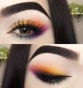 colored eye makeup look for green eyes