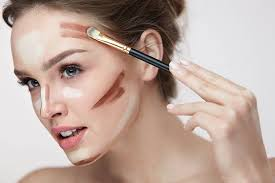contouring the makeup style in fashion