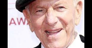AP: Jack Klugman, star of 'The Odd Couple,' 'Quincy, M.E.,' dies at 90