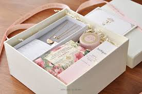 gold moonlight delicate gift box