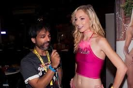 File:Master Gio and Zoe Parker at Exxxotica New Jersey 2016  (30683902994).jpg - Wikimedia Commons