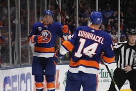 Tom Kuhnhackl signs new deal with New York Islanders - Lighthouse Hockey