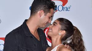 Sarah Hyland and 'Bachelorette' contestant Wells Adams are engaged - CNN