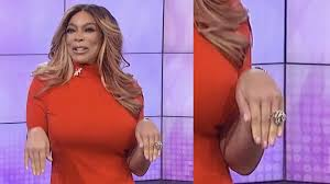 wendy williams replaces wedding ring