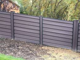 Adjusting A Trex Horizons Fence To Follow A Slope Is Easy Horizontalfence Fence Design Modern House Trex Fencing