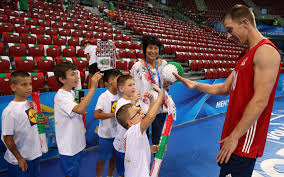 News detail - David Smith with a bunch of new friends in Sofia - FIVB  Volleyball Men's World Championship Italy and Bulgaria 2018