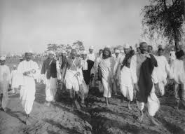 File:Gandhi during the Salt March.jpg - Wikimedia Commons