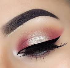 rose gold eyeshadow look shared by