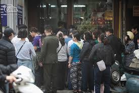 29 tháng Chạp, người dân Thủ đô 'rồng rắn' xếp hàng chờ mua giò ...