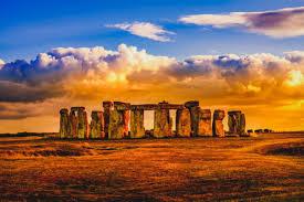Il coronavirus non ferma il solstizio d'estate di Stonehenge: lo ...