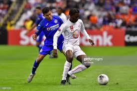 Orbelin Pineda of Cruz Azul fights for the ball with Roberto ...