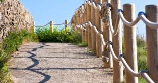 Pathway With Wood Post And Thick Rope Fence Taken At Saint Mathieu Rope Fence Modern Fence Backyard Fences