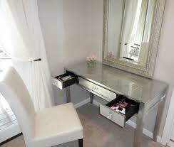 design of mirrored vanity desk