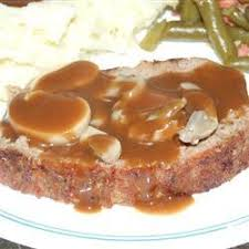 viande et sauce brune aux chignons