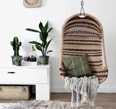beaux fauteuils suspendus en rotin