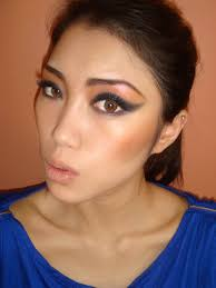 80s inspired strong cat eye makeup look