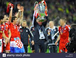 Calcio: European Champions finale di League Cup, Borussia Dortmund vs FC Bayern  Monaco di Baviera in stadio di Wembley, London, Regno Unito su 25.05.2013  --- Trainer Jupp Heynckes (Bayern MŸnchen) solleva il