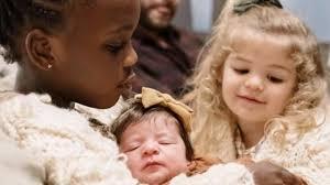 Thomas Rhett Shares First Photos Of Newborn Daughter – Country Music Nation