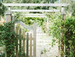 14 Garden Fence Ideas To Make Your Garden The Envy Of Your Neighbors Common Cents Mom
