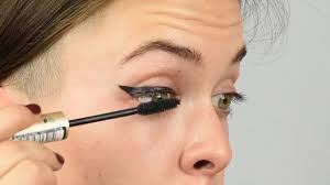 how to do winged eyeliner with