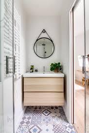 how to choose a bathroom mirror