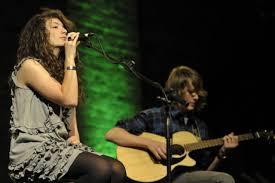 Lorde (left) and Louis McDonald (right) performing at The Vic Unplugged in  2010/ Photo Mike Reardon - Jewish Business NewsJewish Business News