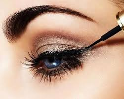 5 makeup hacks to give droopy eyes a lift