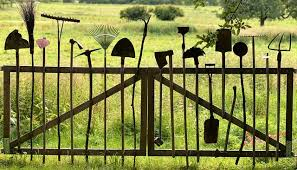 7 Environment Friendly Upcycled Garden Fence Ideas To Diy