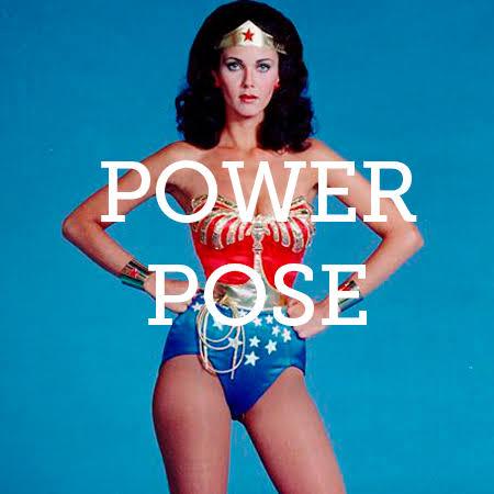 power pose mulher maravilha