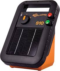 Amazon Com Gallagher S10 Solar Electric Fence Charger Powers Up To 3 Mile 15 Acres Of Fence Low Impedance 0 1 Stored Joule Energizer Unique Battery Saving Technology Portable And Super Tough Garden Outdoor