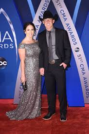 Aaron Watson & Kimberly Watson - The Cutest Couples At The 2017 CMA Awards  - Livingly