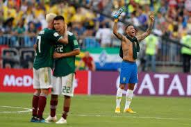 من بينهم ميسي ورنالدو مواقف مضحكة لنجوم كرة القدم داخل الملعب