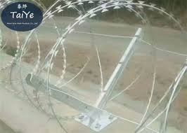 6 Holes Barbed Wire Fence Post 50 60cm Height High Rust Resistance