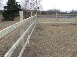 How To Build A Backyard Fence With Cheap Materials