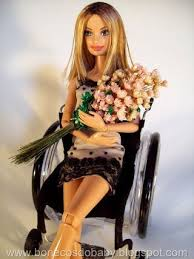 Personagem de Alinne Moraes vira boneca | Caras