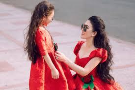 Váy Noel cho mẹ và bé - VnExpress Giải trí
