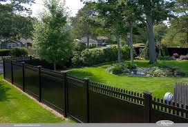Illusions Pvc Vinyl Fence Photo Gallery Illusions Fence Vinyl Fence Backyard Fences Vinyl Privacy Fence