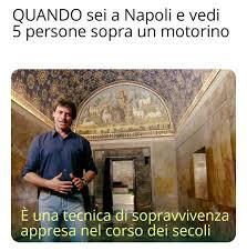 Scuole chiuse a Napoli : memesITA