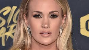 carrie underwood reveals she had 3