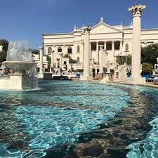 vegas pools that non guests can access