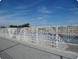 Knitting Chain Link Fencing Into A Work Of Art Fence Art Chain Link Fence Outdoor