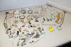 auction toys jewelry furniture antiques
