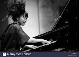 Hiromi Uehara à jouer du piano à concert de jazz Photo Stock - Alamy