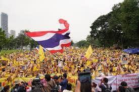 กลุ่มเสื้อเหลืองรวมตัวสวนลุมฯแสดงพลังปกป้องสถาบัน - โพสต์ทูเดย์ ข่าวการเมือง