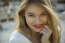 5 easy makeup tricks for whiter teeth