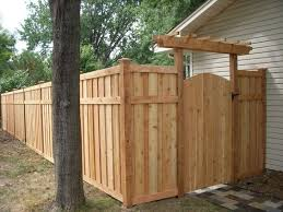 Looking For Privacy Fence Ideas Wether You Re Building Your Own Fence Or Having Fenc Privacy Fence Landscaping Privacy Fence Designs Privacy Fence Decorations