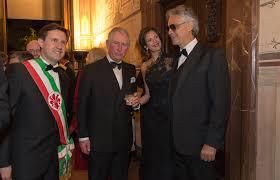 Andrea Bocelli con uno spettatore