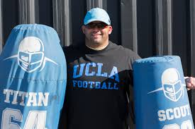 Former NFL player Robert Thomas returns to UCLA as coach, student - Daily  Bruin