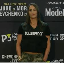 """Jessica Eye with a """"Bulletproof"""" shirt at media day in reference to  Valentina's nickname """"bullet"""" : MMA"""