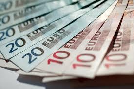Češi si do zahraničí neberou hotovost. Stačí jim karta | Týden.cz